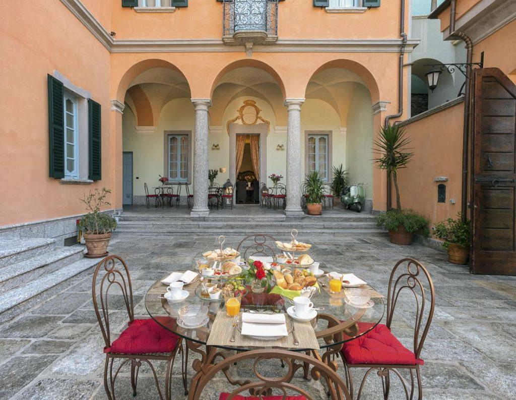 Outside didning area Large luxury villa in Lake Como near Bellagio