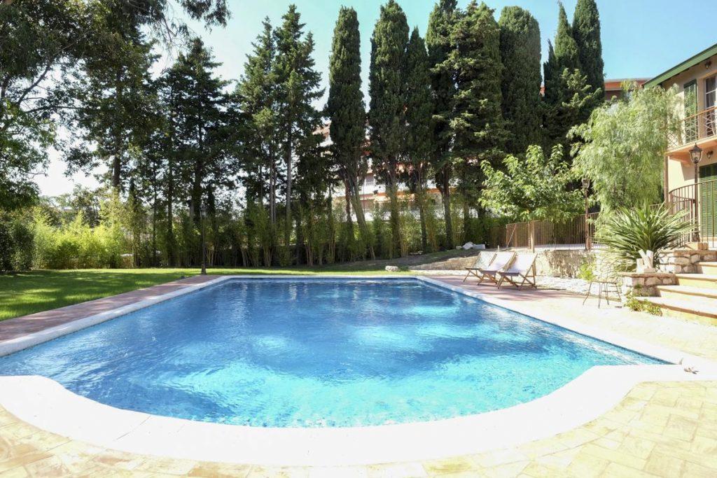 Swimming pool villa cannes