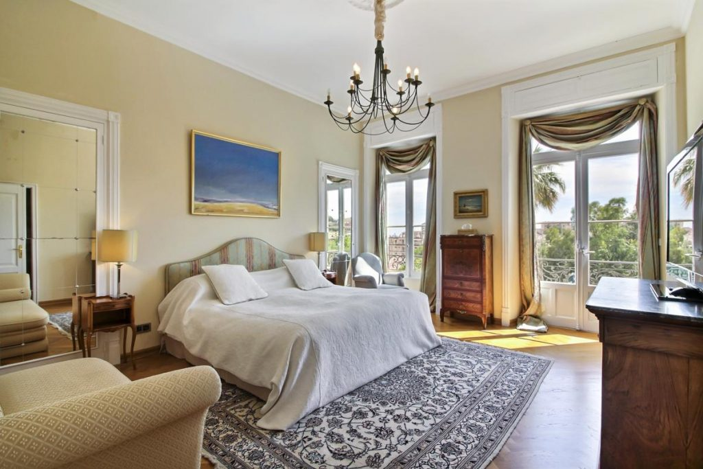 2nd ensuite bedroom of the villa in Cannes