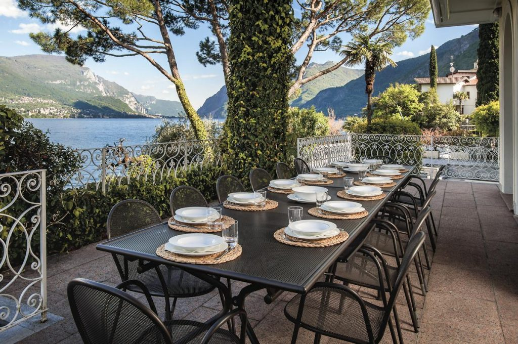 DIning outside and gardens