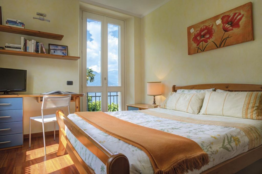 Double en suite queen size bedroom