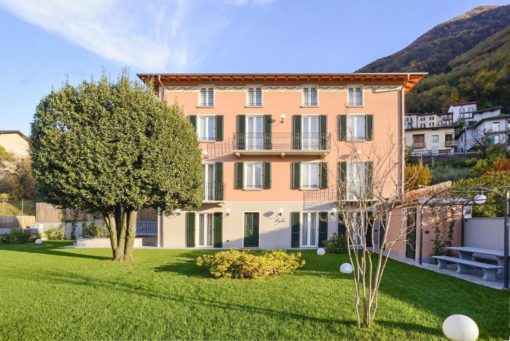 outdoor Villa with a pool near Bellagio in Lake Como
