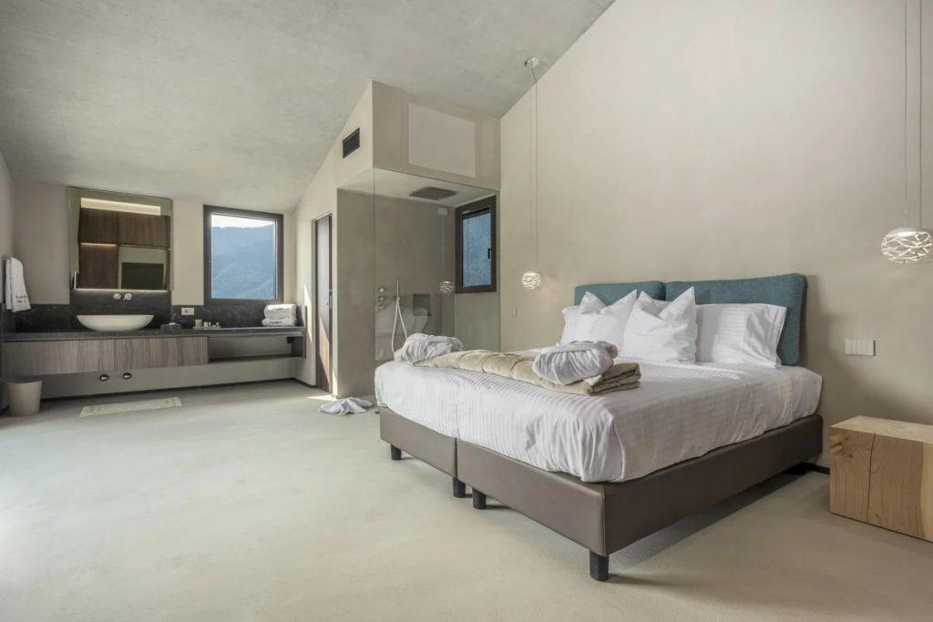 Double king size bedroom