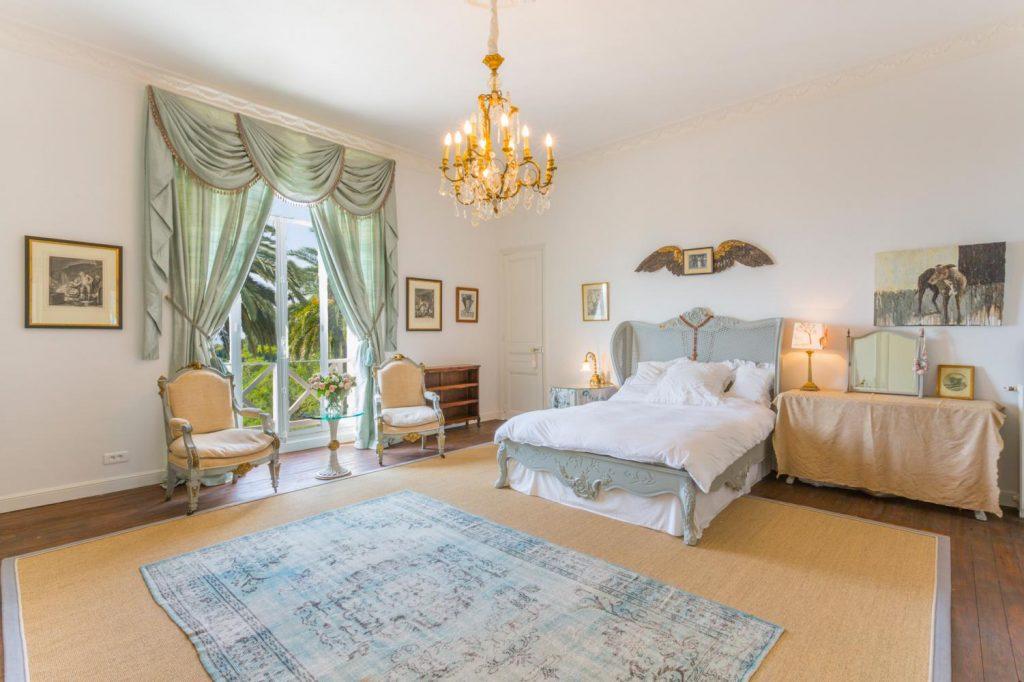 Large ensuite bedrooms of VIlla Grasse France