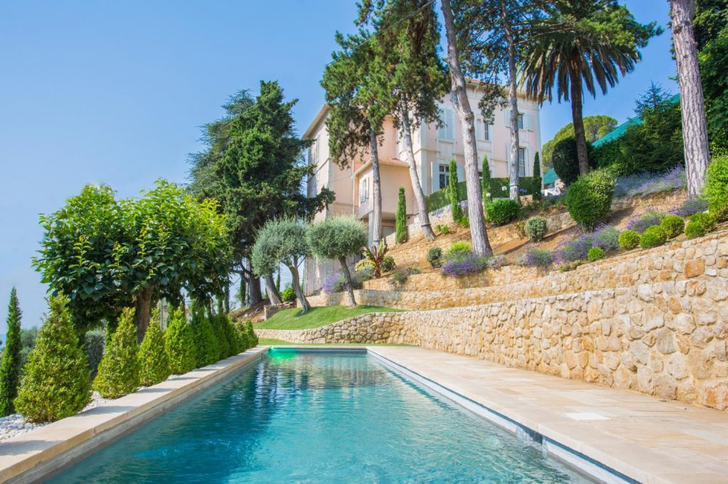 Swimming pool with Jacuzzi Villa Grasse France