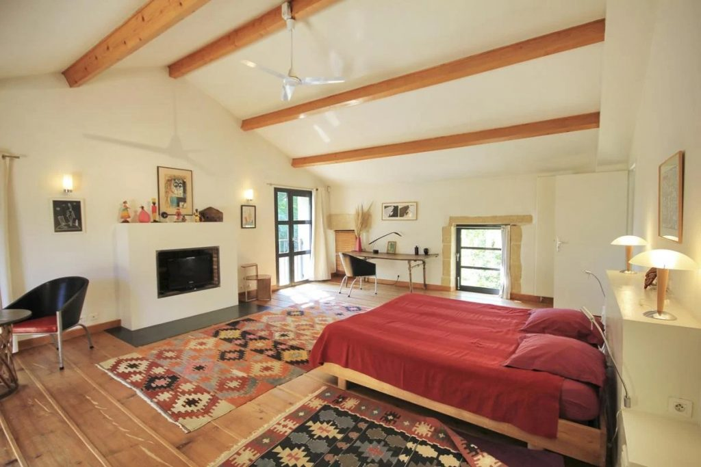 2nd double ensuite bedroom Villa with a pool near Nimes, Provence