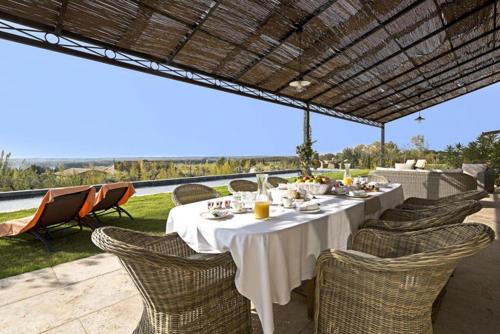 Dining outdoor Luxury villa rental in Provence