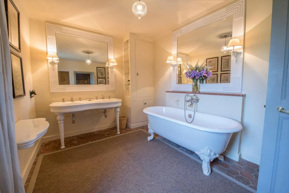 toilet with bath tub of bedroom