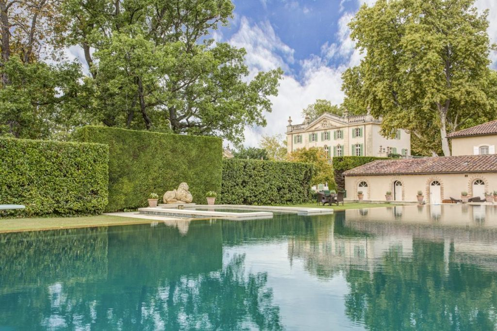 Swimming pool Wedding chateau with a pool in France, Provence, Avignon
