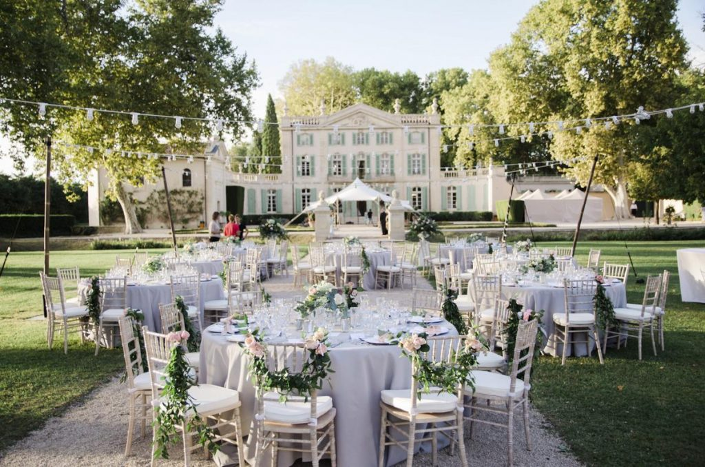 Out doors Wedding chateau with a pool in France, Provence, Avignon