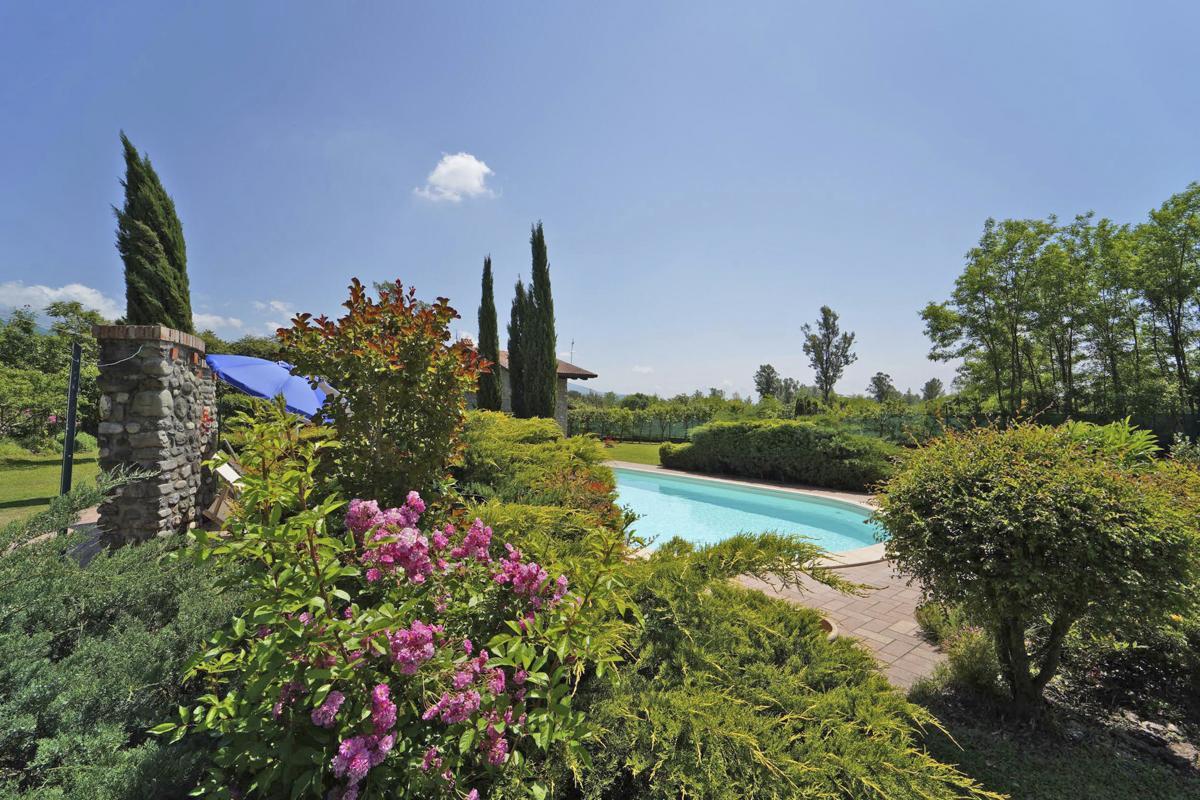 Swimming pool Gardens Lucca pisa Villa Tuscany