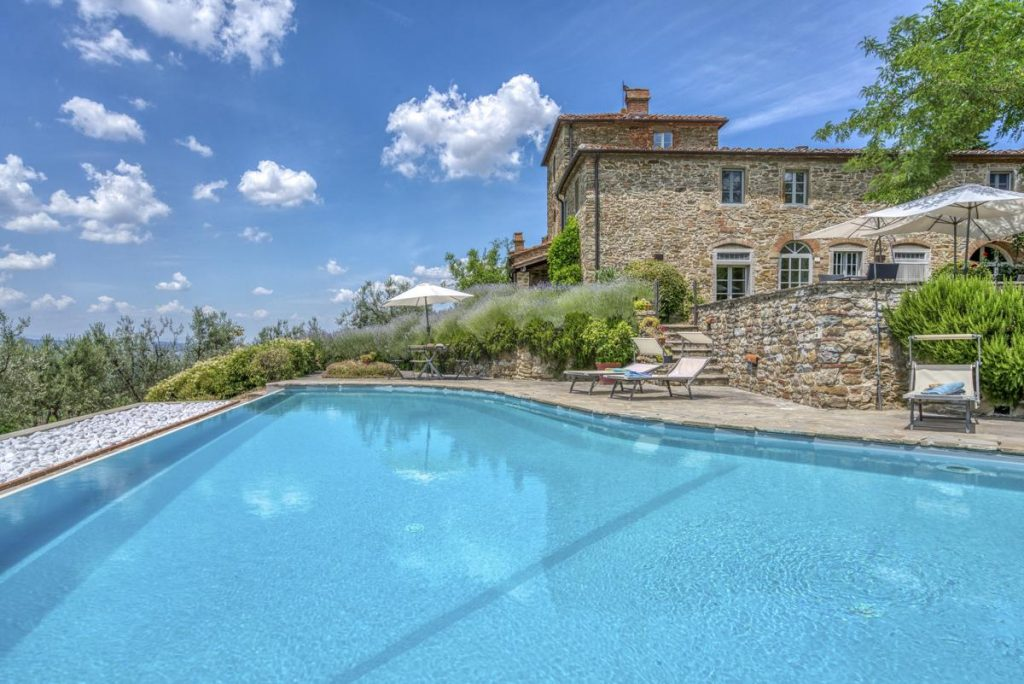 Tuscan Vacation rental pool Villa in Arezzo, Chianti region in Italy
