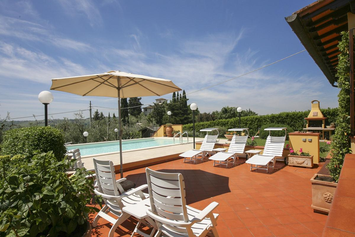 Pool views cheap Family-friendly holiday villa in Florence, Italy
