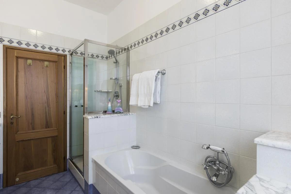 Bathroom holiday villa in tuscany