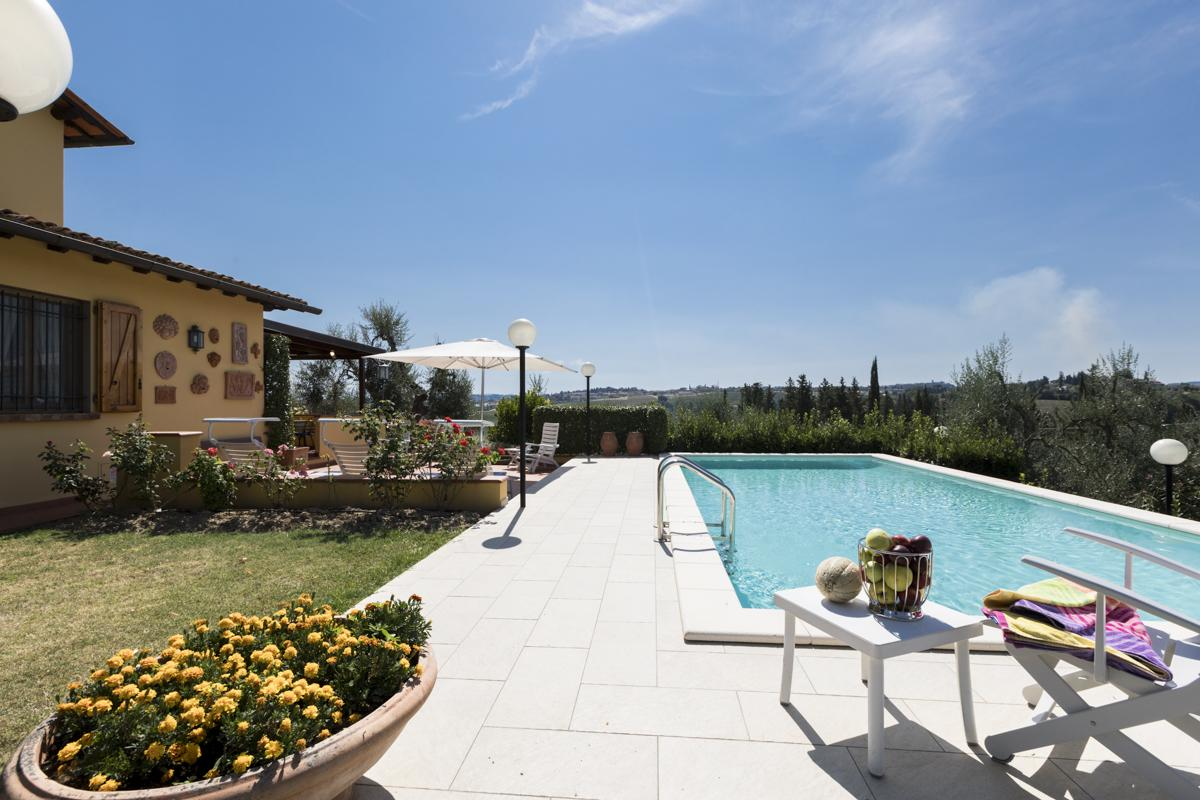Pool and Garden area outdoor cheap holiday villa with a pool in Florence, Tuscany