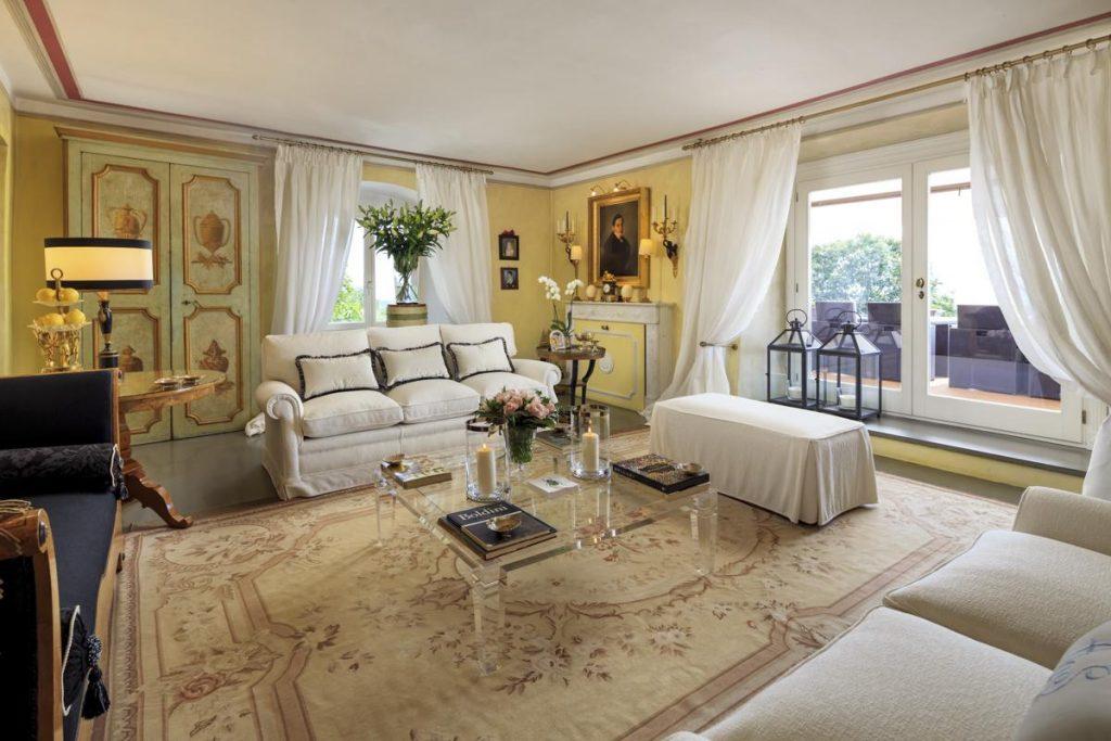 Interior sitting white sofa of Priavte Luxury villa rental in Florence, Italy
