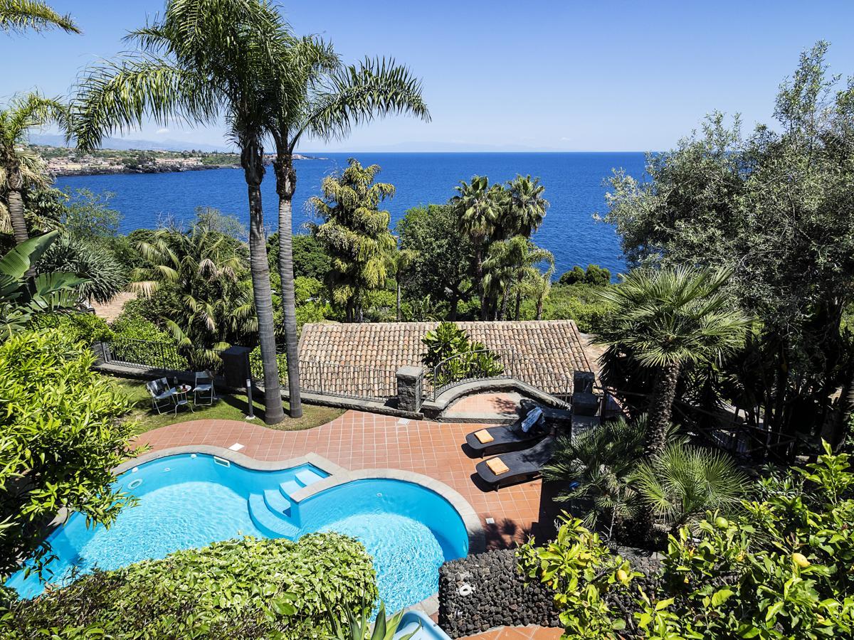 Garden Pool luxury holiday villa in Catania, Sicily