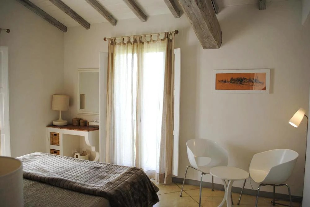 Double Ensuite bedrooms Luxury Self-catering home a pool in Arezzo
