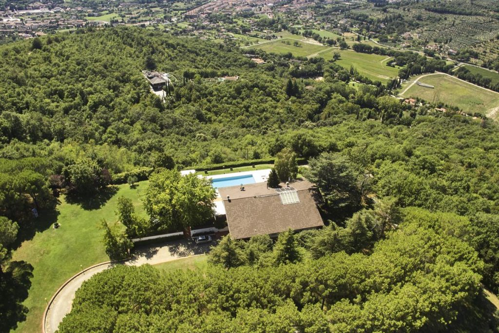 OUtside Gardens and views surround the Villa in Arezzo Tuscany