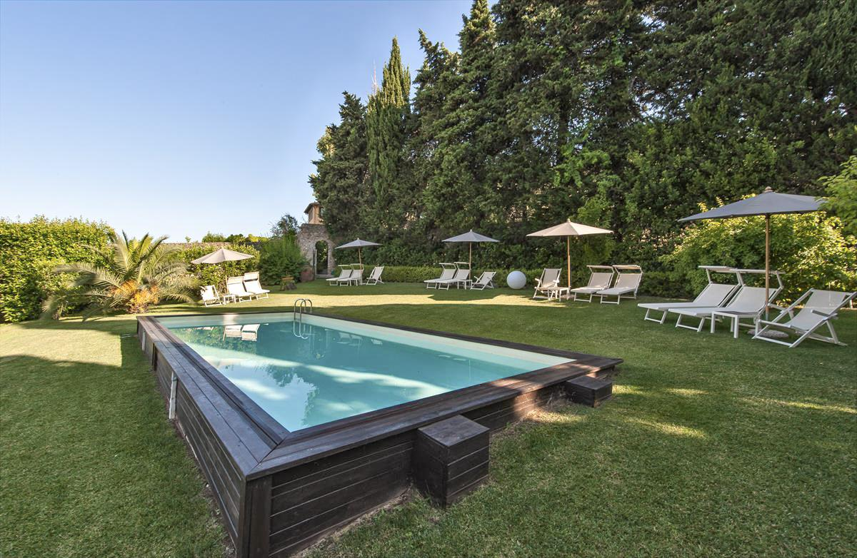 Swimming Pool and Gardens of Large geroup friendly villa in Lucca, Tuscany
