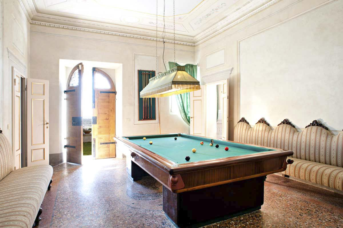 Large pool table of the Villa Lucca in Tuscany with games room