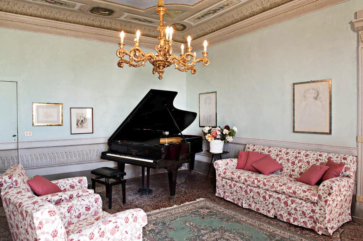 Grand Piano iof the villa