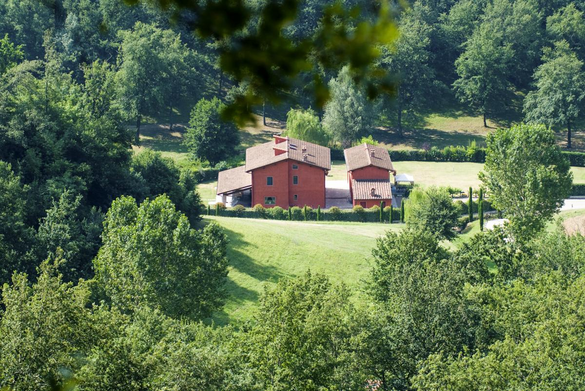 Home and Garden distance view luxury vacation rental in Florence