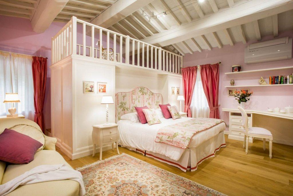2nd double bedrooms with en-suite bathroom