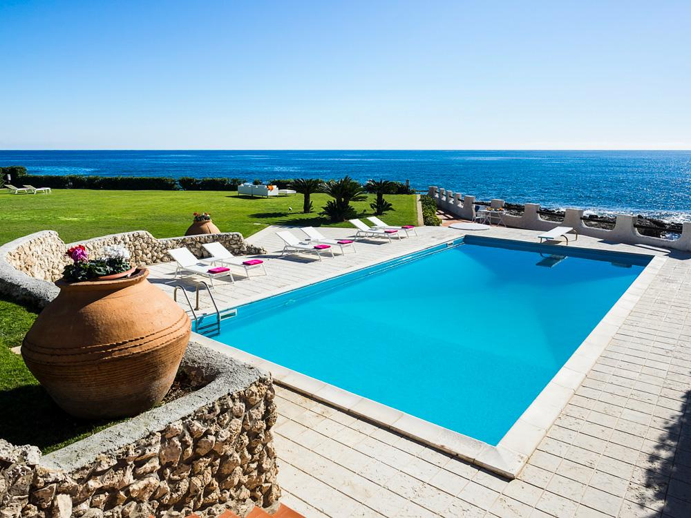 Swimming pool Garden beach views luxury beach house in Syracuse, Sicily