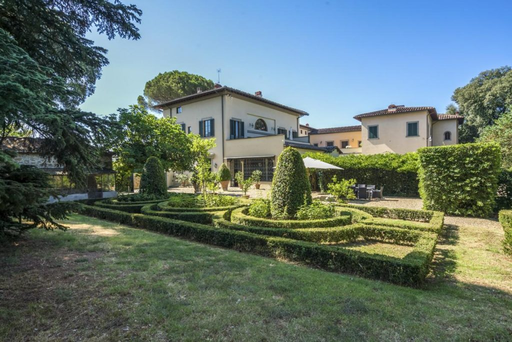 Garden Holiday house with a pool for rent in Florence, Italy