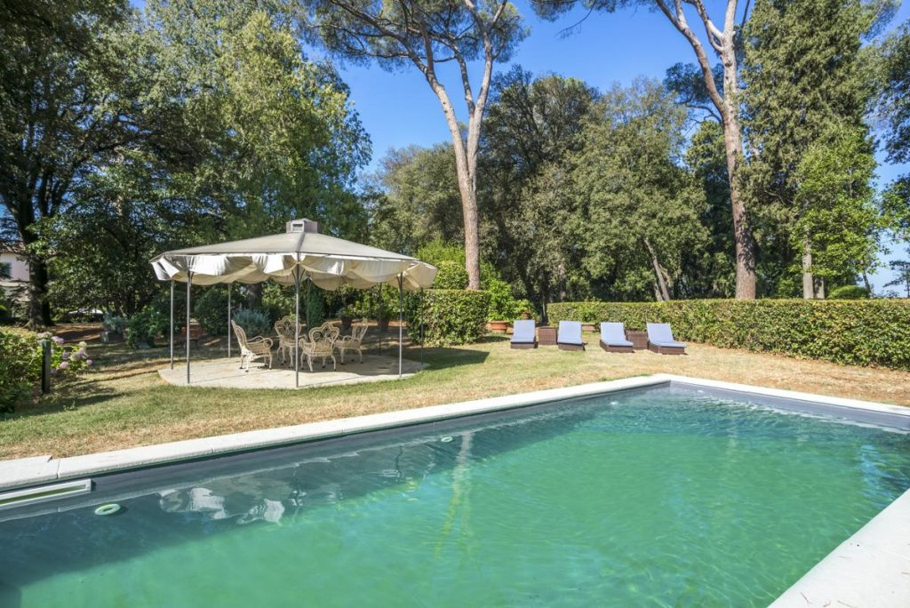 Holiday house with a pool for rent in Florence, Italy