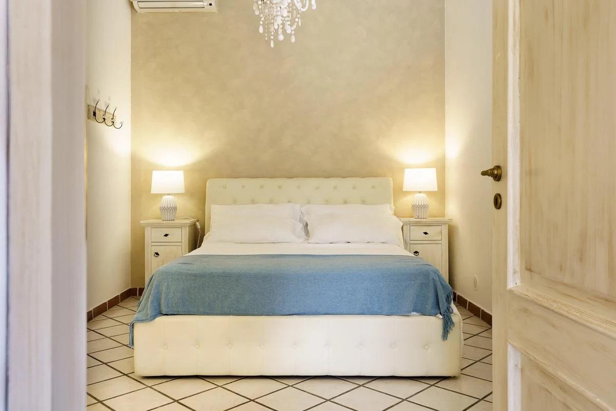 Double ensuite bedroom manin house villa