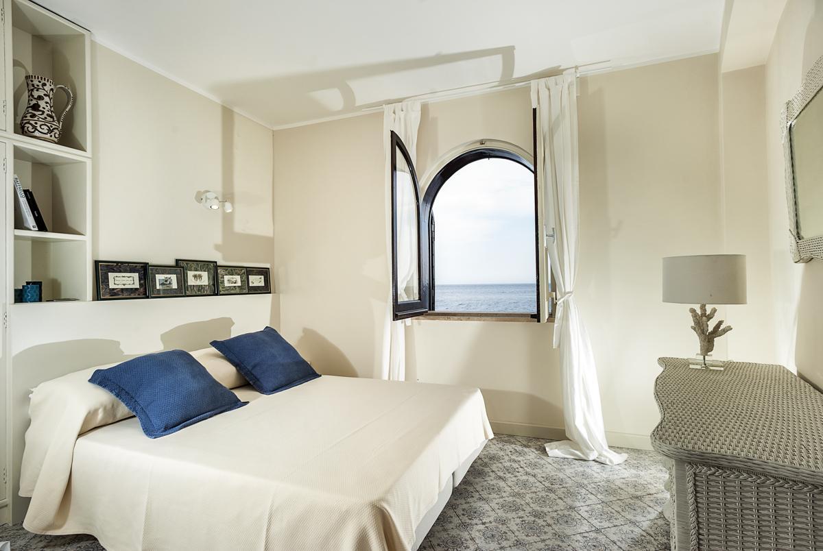Double ensuite bedroom sea views windows