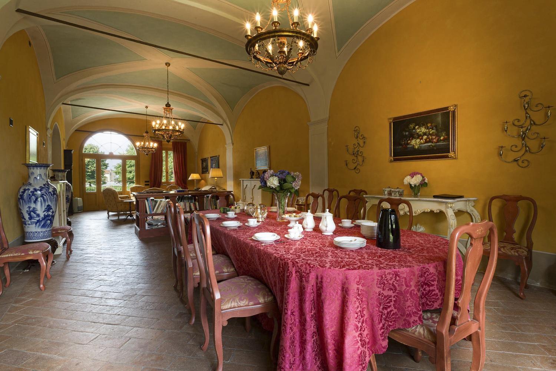 Dining room lucca villa Tuscany