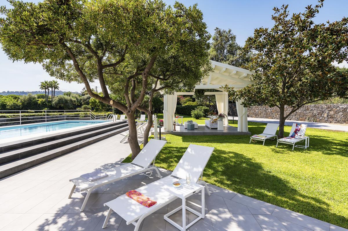 Large garden pool Luxury Seafront Villa in Catania, Sicily