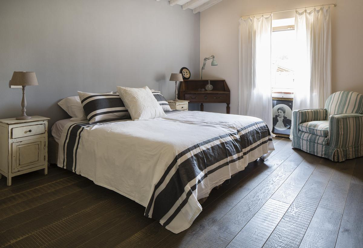 Double ensuite family bedroom villa Pisa
