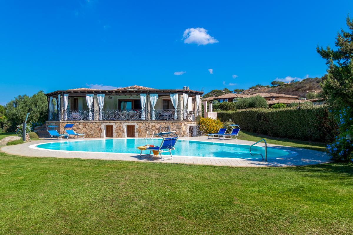 Poolside area garden villa in Sardinia