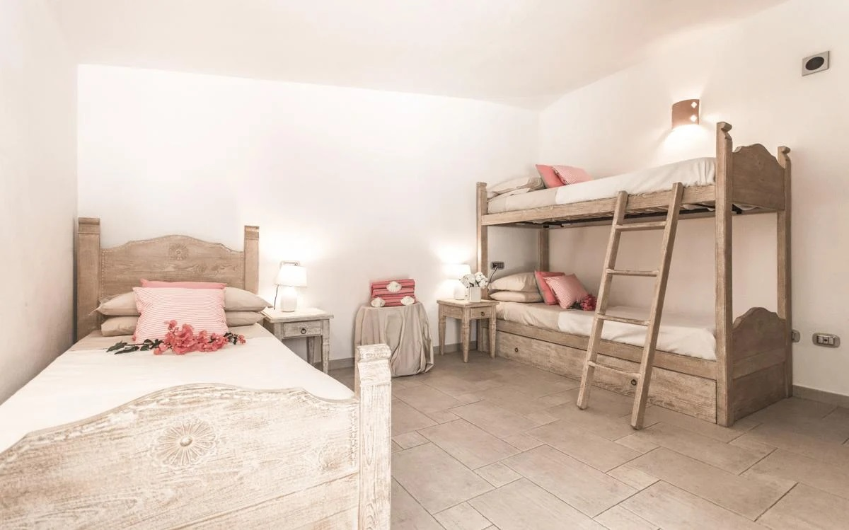 Bedroom with two single beds and a bunk bed