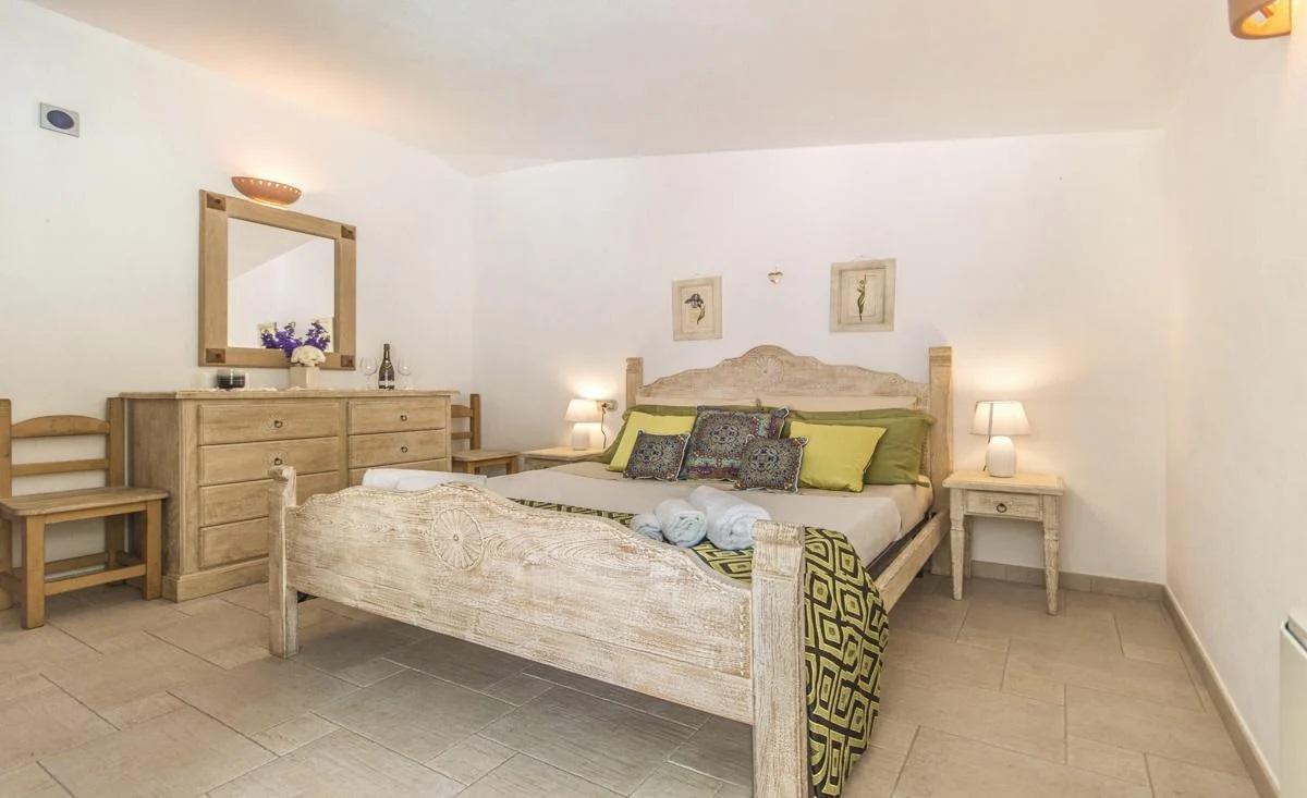 Double ensuite bedroom budget villa Sardinia