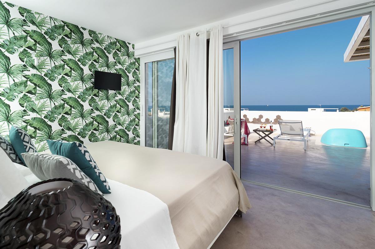 Double bedrooms ensuite Sea views balcony