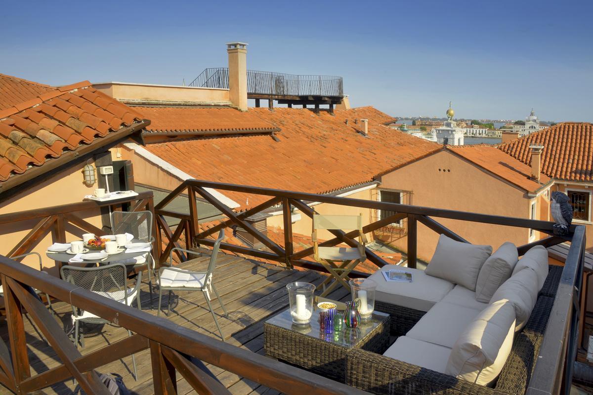 Roof top terrace (also called Altana in Venetian)