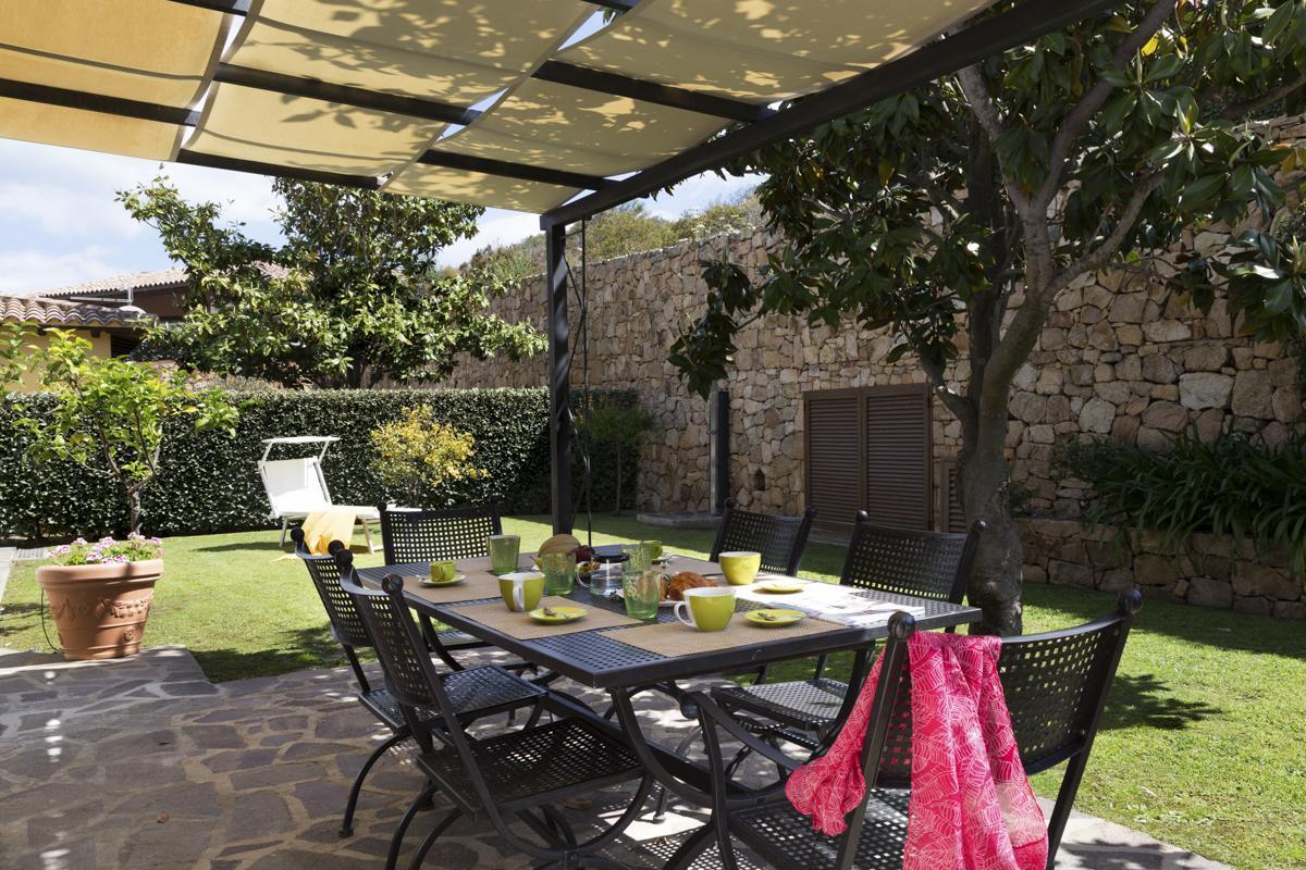 Lawn garden outdoor dining facility