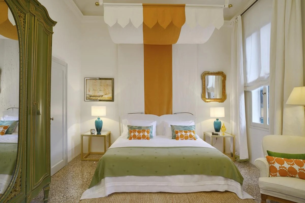 Double ensuite apartment bedroom Venice