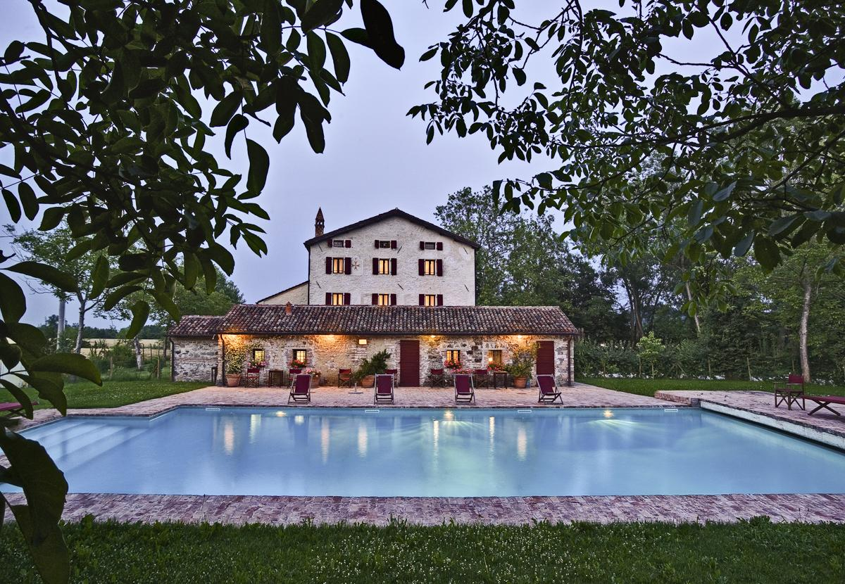 Outdoor gardens luxury villa near Venice with a private pool
