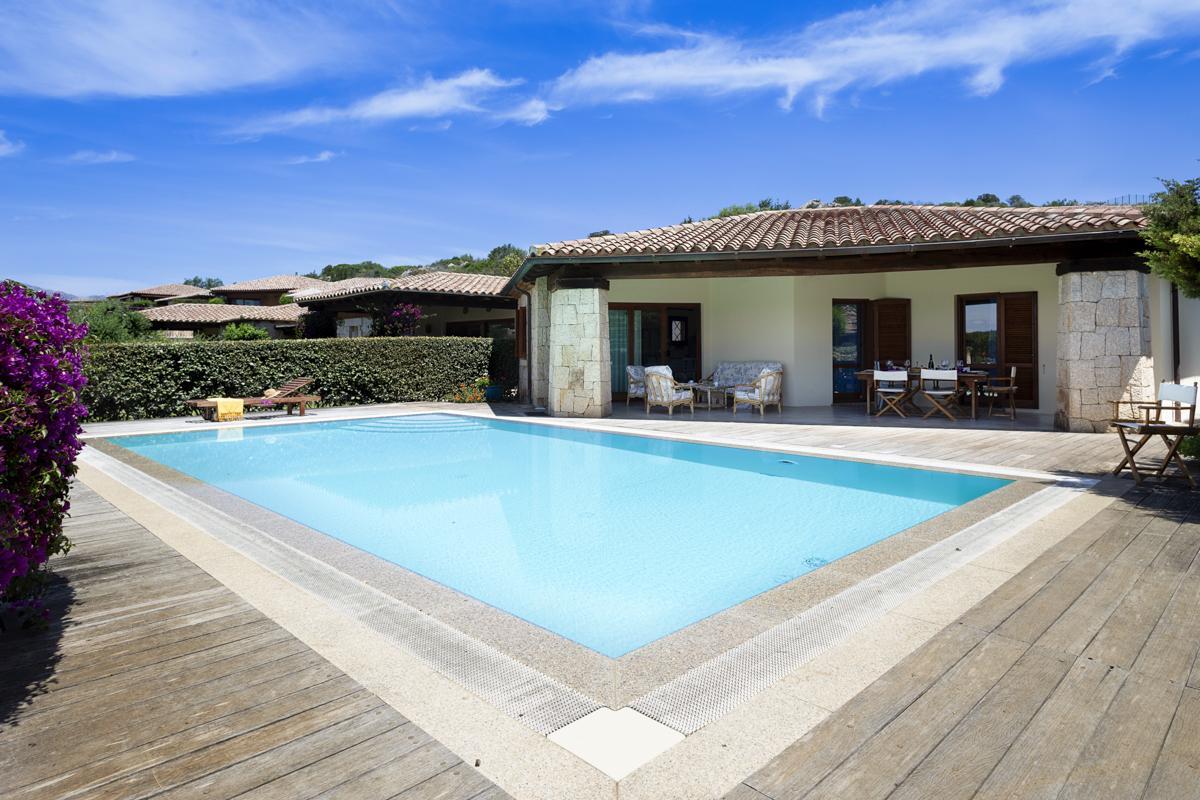 Pool house outdoor Villa to rent near San Teodoro, Sardinia