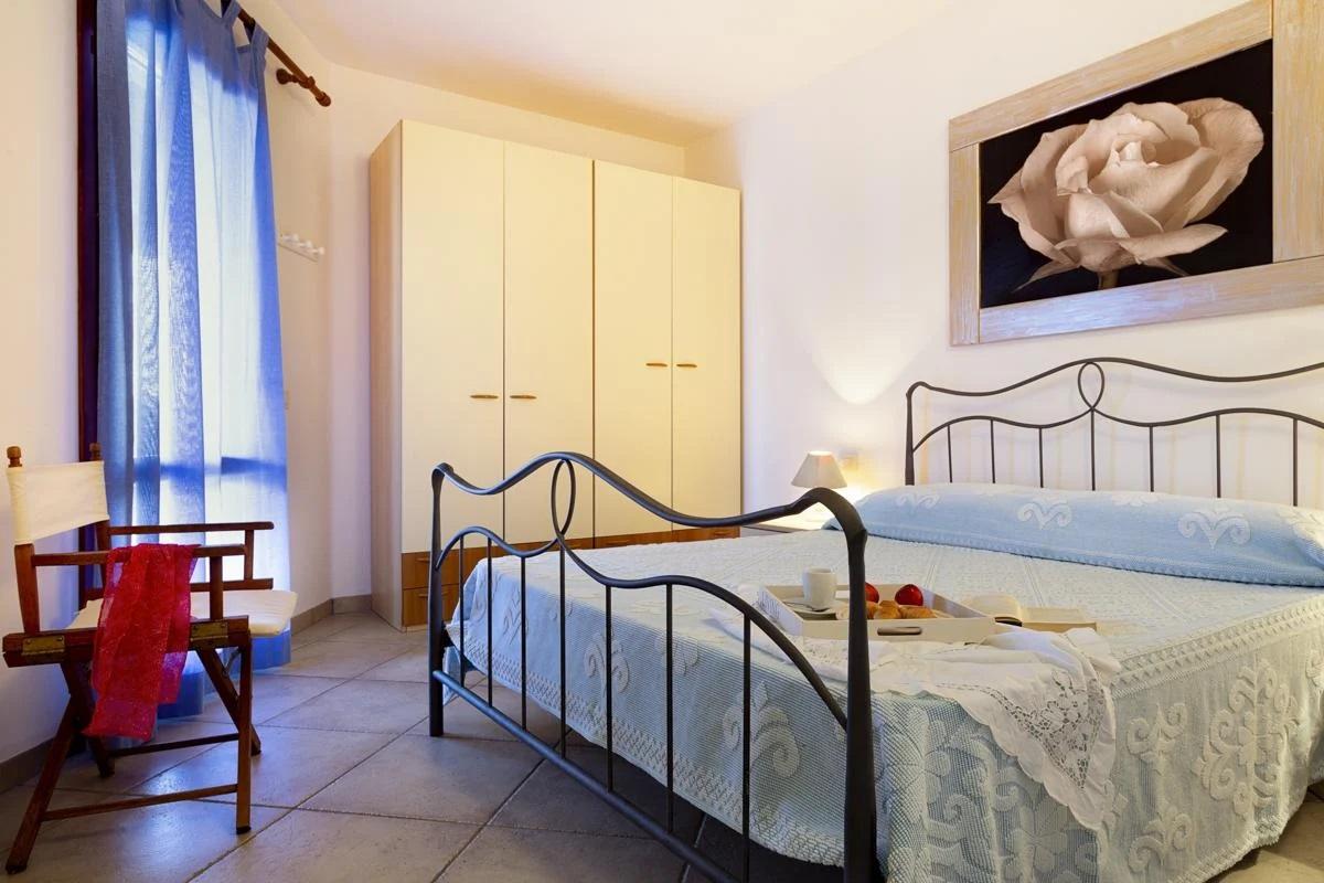 Double sn-suite master bedroom