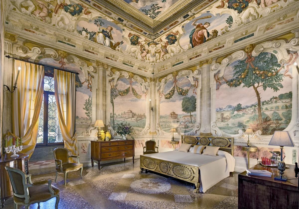 Veneto Castle villa luxury ensuite bedroomLuxury