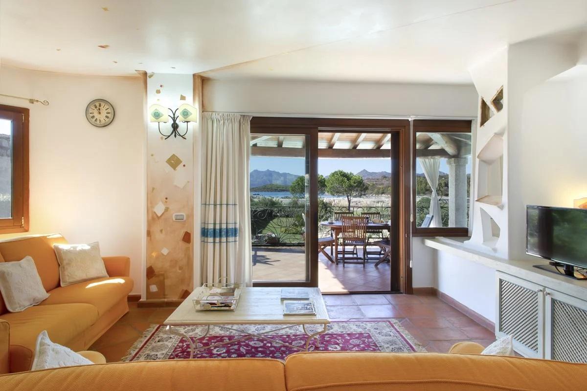 villa interior dinding sitting
