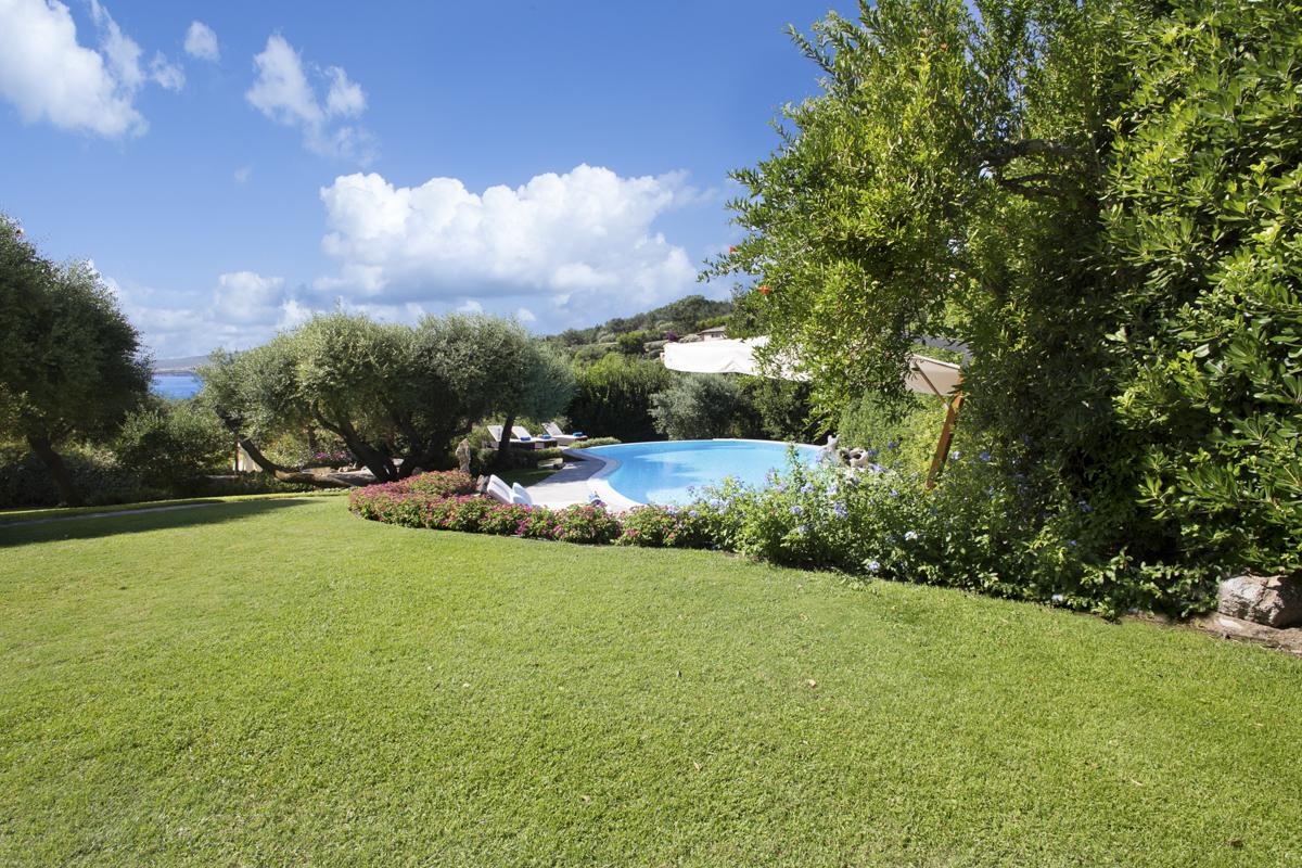 House garden Luxury Costa Smeralda villa with a pool